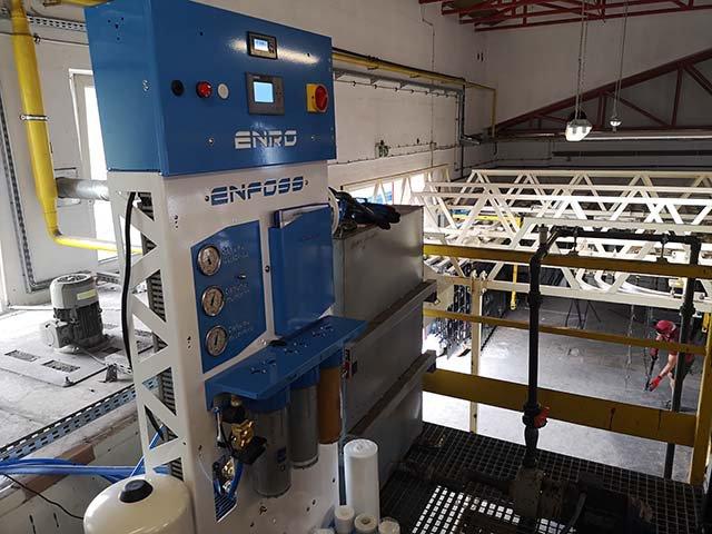 Demineralizacja wody przy oczyszczaniu elementów w lakierni proszkowej